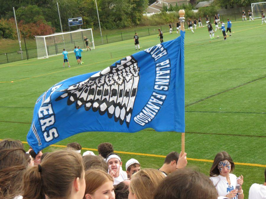 Raider+fans+fly+the+Scotch+Plains-Fanwood+flag