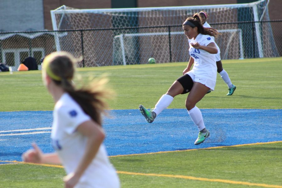Girls soccer annihilate Elizabeth 7-0 in sectional tournament