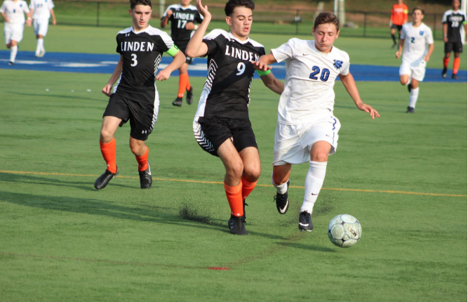 The+struggle+to+score+continues+for+boys+soccer+as+they+fall+to+Linden+1-0